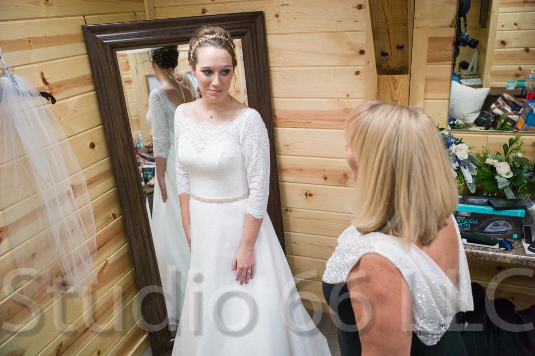 CincinnatiWeddingPhotographer_Studio66_WeddingPhotography_RollingMeadowsRanch_04