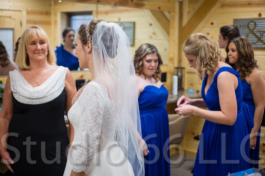 CincinnatiWeddingPhotographer_Studio66_WeddingPhotography_RollingMeadowsRanch_05