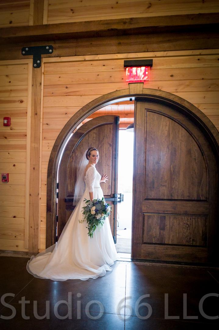 CincinnatiWeddingPhotographer_Studio66_WeddingPhotography_RollingMeadowsRanch_13