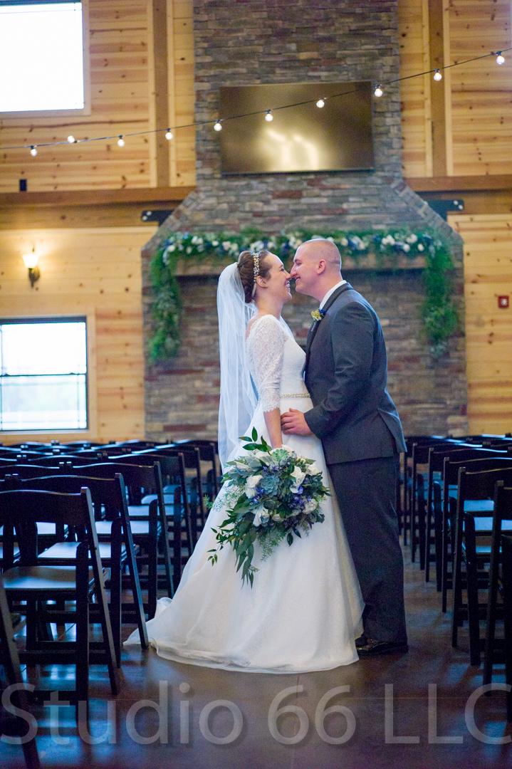 CincinnatiWeddingPhotographer_Studio66_WeddingPhotography_RollingMeadowsRanch_15