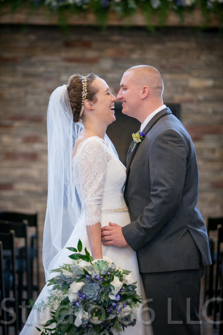 CincinnatiWeddingPhotographer_Studio66_WeddingPhotography_RollingMeadowsRanch_16
