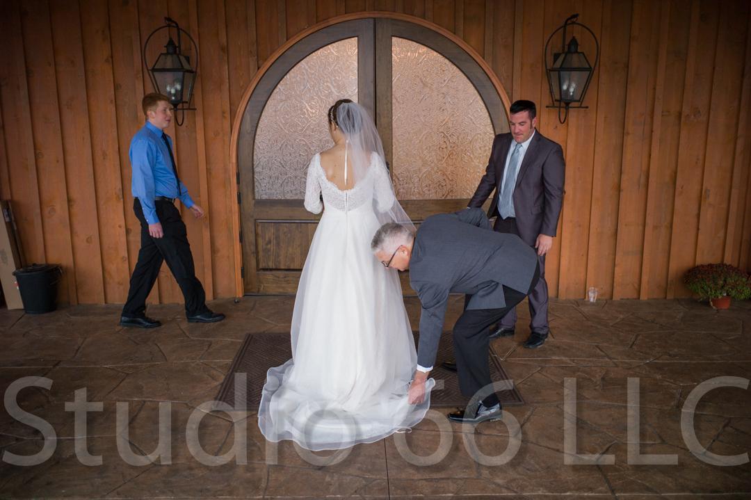 CincinnatiWeddingPhotographer_Studio66_WeddingPhotography_RollingMeadowsRanch_33