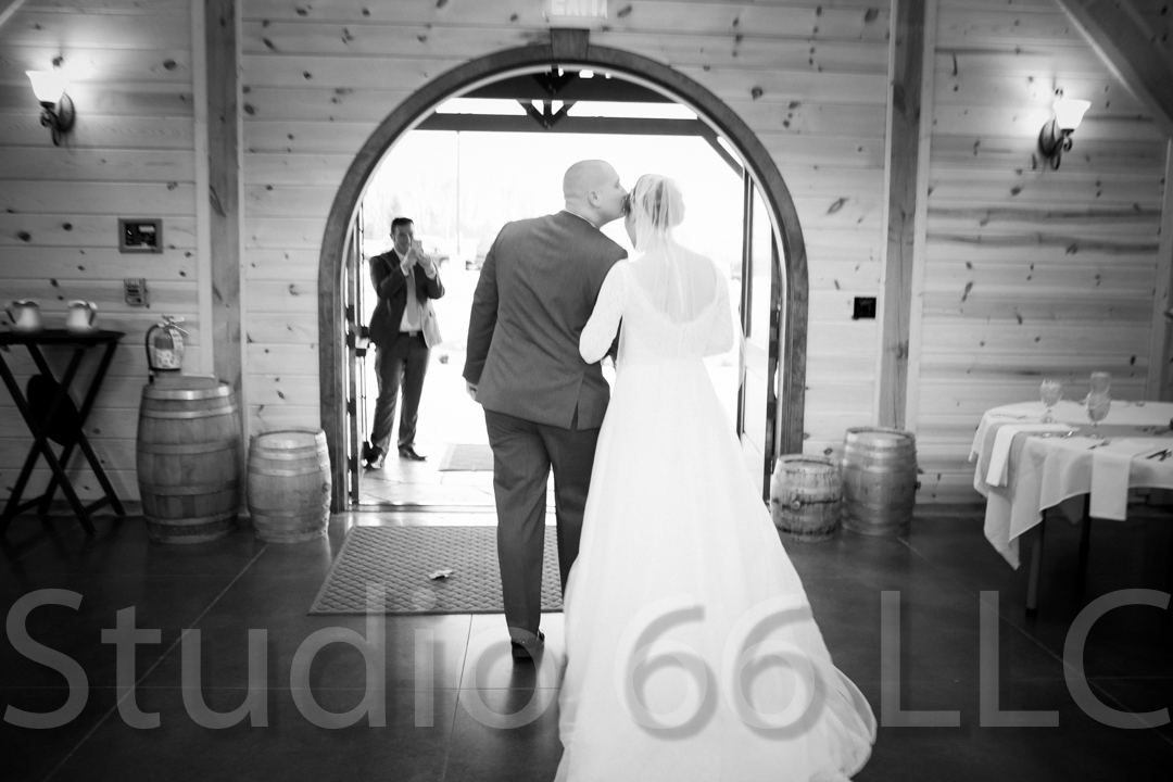 CincinnatiWeddingPhotographer_Studio66_WeddingPhotography_RollingMeadowsRanch_38
