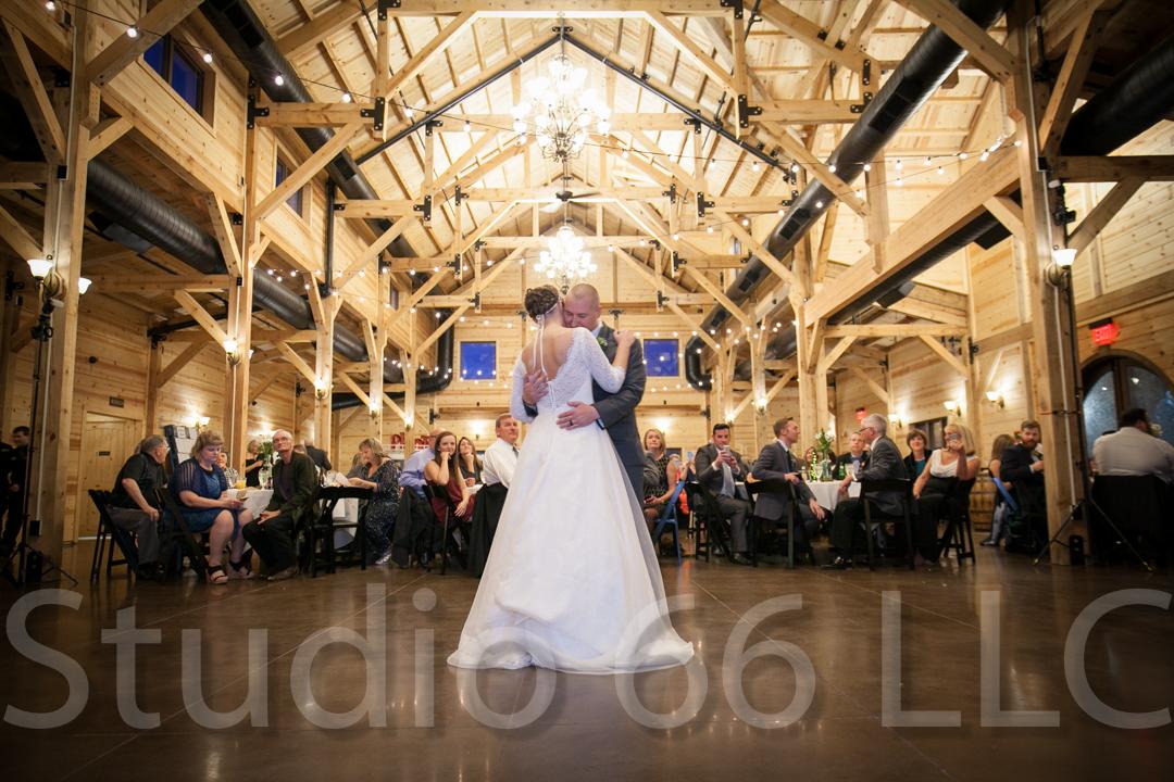 CincinnatiWeddingPhotographer_Studio66_WeddingPhotography_RollingMeadowsRanch_40