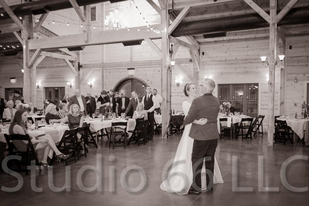 CincinnatiWeddingPhotographer_Studio66_WeddingPhotography_RollingMeadowsRanch_44